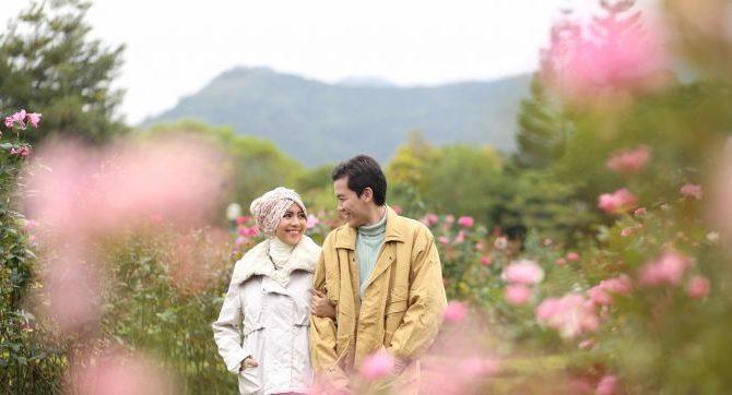 صورة كيف تتاكد ان شخص يحبك , علامات تظهر على الشخص المحب