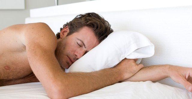 صور فوائد النوم عاريا , اهميه نزع الملابس قبل النوم