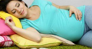النوم ع الجانب الايمن للحامل , فوائد النوم علي الجانب الايمن و الايسر