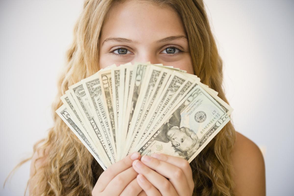صورة اعطاء المال للعزباء في المنام , معني اخذ الاموال واعطائها