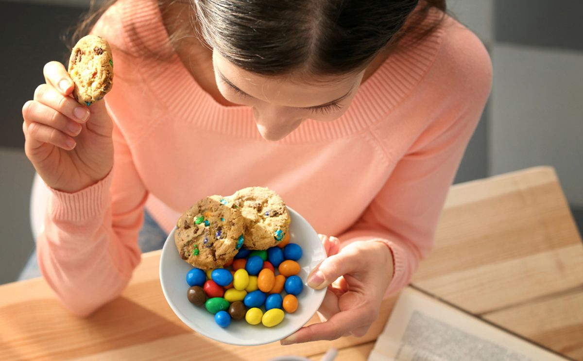 صورة تفسير اكل الحلوى في المنام , دلالة اكل الحلوي في الحلم 3555 1