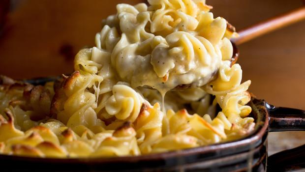 صورة طريقة المعكرونة بالجبنة , اسهل طريقة للمعكرونة بالجبنة