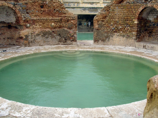صورة اكثر اماكن هناك بيجيلها الملايين من السياح , الحمامات المعدنية في الجزائر 1947